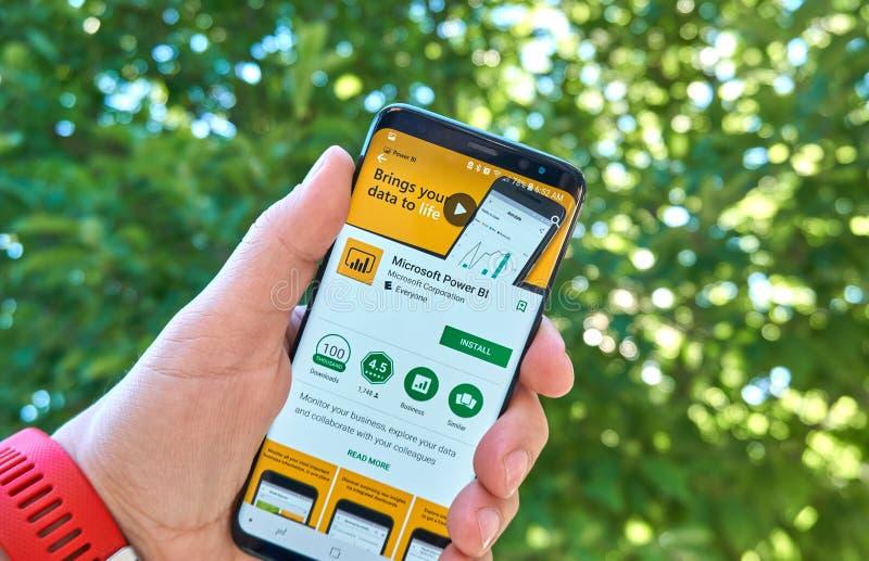 Microsoft alimenta il cellulare app della BI su Samsung s8 fotografia stock libera da diritti