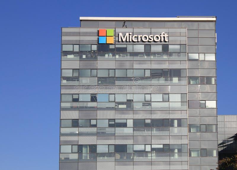 Microsoft-de bouw van het bedrijfsbureau voorgevel met embleem in Herzliya royalty-vrije stock afbeeldingen