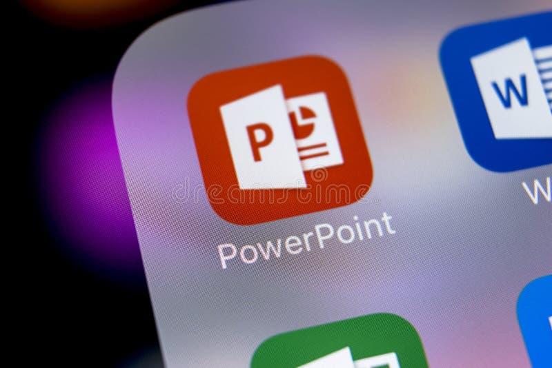 Microsoft-de toepassingspictogram van bureaupower point op Apple-iPhone X het schermclose-up Het pictogram van PowerPoint app Mic stock afbeeldingen