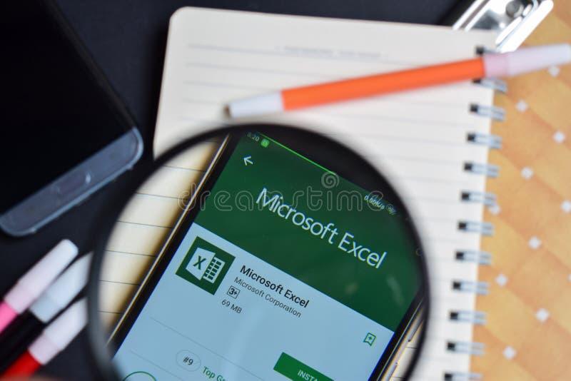Microsoft Excel-APP auf Smartphone-Schirm lizenzfreie stockbilder