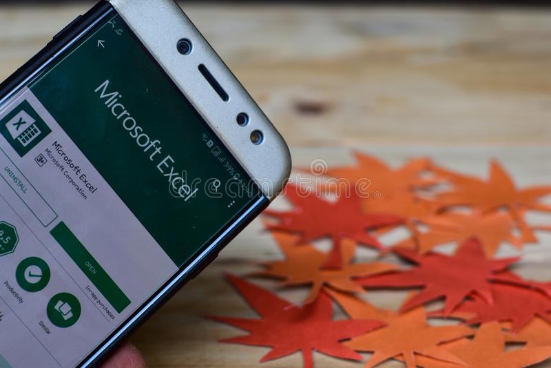 Microsoft Excel-APP auf Smartphone-Schirm Microsoft Excel ist eine Freeware stockbild