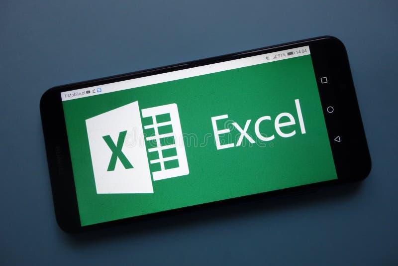 Microsoft Excel-embleem op smartphone wordt getoond die royalty-vrije stock foto's