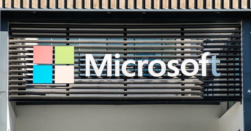 Microsoft logotype στο νέο γραφείο της Λισσαβώνας Πορτογαλία στοκ εικόνα με δικαίωμα ελεύθερης χρήσης