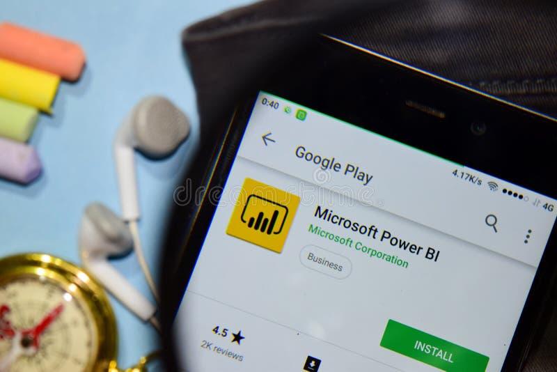 Microsoft-Machtsbi dev app met het overdrijven op Smartphone-het scherm royalty-vrije stock afbeelding