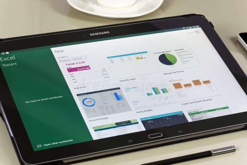 Microsoft OfficeExcel app på den Samsung minnestavlan arkivfoton