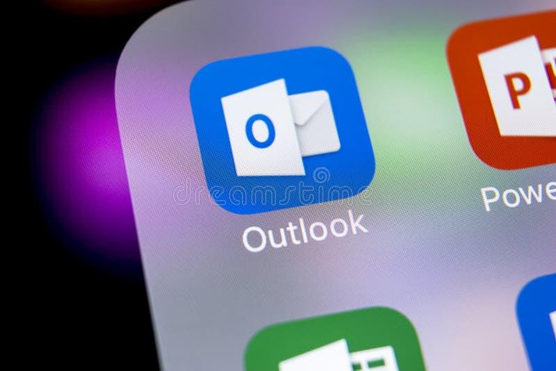 Microsoft Outlook-het pictogram van de bureautoepassing op Apple-iPhone X het schermclose-up Microsoft-vooruitzichtenapp pictogra stock afbeelding