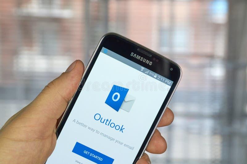Microsoft Outlook mobiele app royalty-vrije stock fotografie