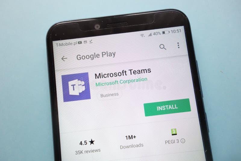Microsoft-Teams app op Google Play-website op smartphone wordt getoond die stock fotografie