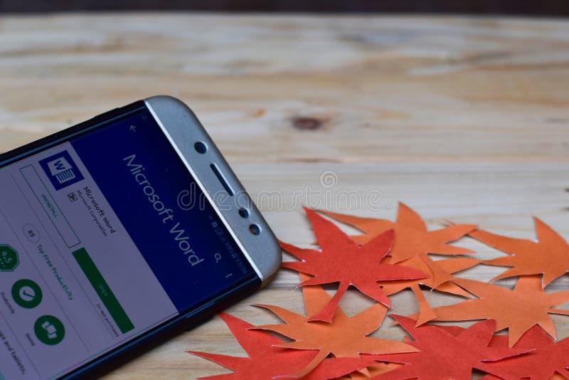 Microsoft Word-APP auf Smartphone-Schirm Microsoft Word ist eine Freeware stockfotos