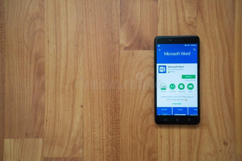 Microsoft Word op smartphone stock foto