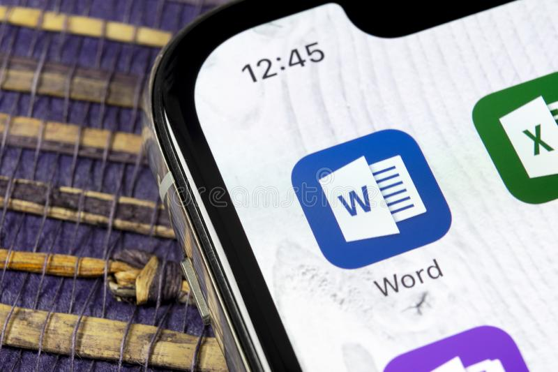 Microsoft Word-toepassingspictogram op Apple-iPhone X het schermclose-up Microsoft-het pictogram van het bureauwoord Microsoft-bu royalty-vrije stock foto's