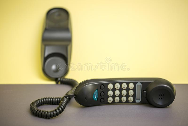 Microtelefono e telefono fisso con la composizione di tono fotografia stock libera da diritti