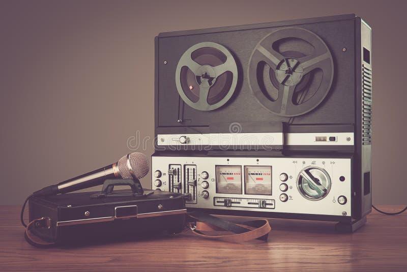Micrphone retro do gravador da bobina foto do hd fotografia de stock