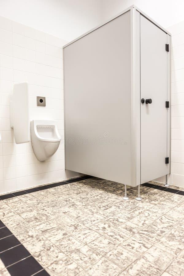 Mictório e toalete imagem de stock