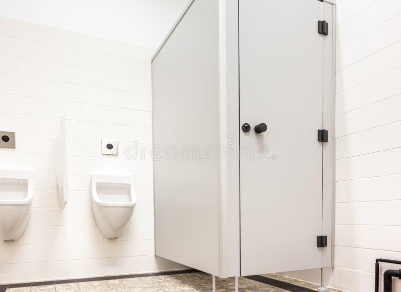 Mictório e toalete imagens de stock