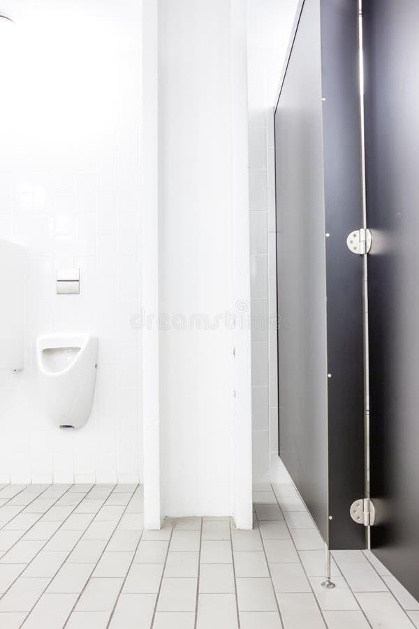 Mictório e toalete fotos de stock