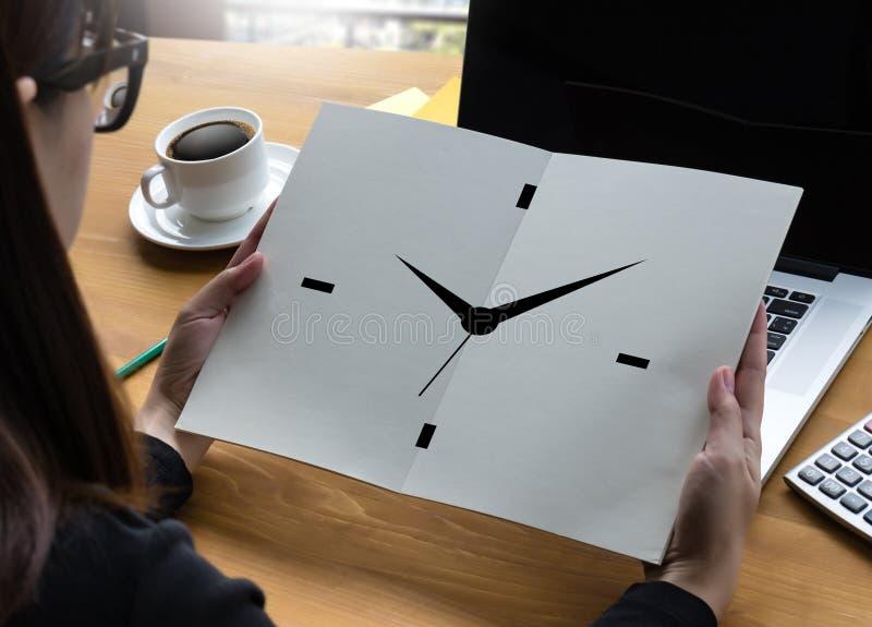 Mida el tiempo del horario puntual de la hora de la sincronización de la organización minuciosa de la frialdad fotografía de archivo