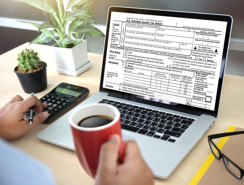 Mida el tiempo para los impuestos Busi de la contabilidad financiera del dinero de la gestión fiscal imágenes de archivo libres de regalías