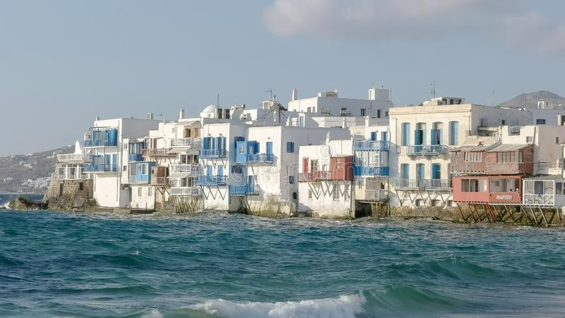 Middag van het kleine district van Venetië op het eiland van mykonos wordt geschoten die stock foto