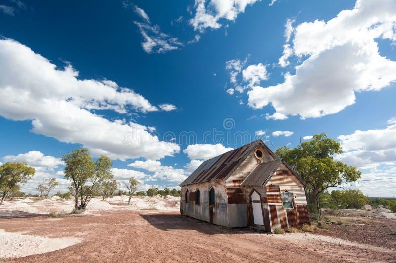 Middaglicht bij de roestige oude kerk in Bliksem Ridge Australia stock foto