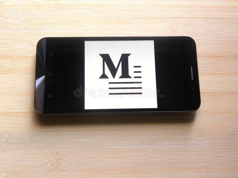 Middel op mobiele telefoon stock fotografie