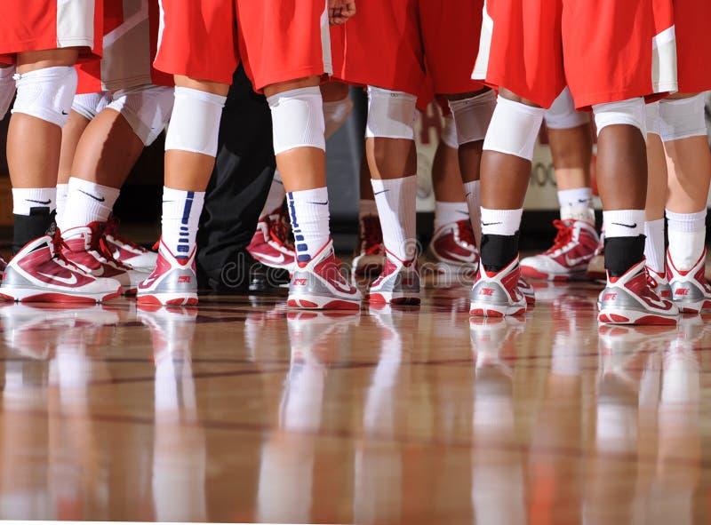 Middelbare schoolbasketbal stock afbeeldingen