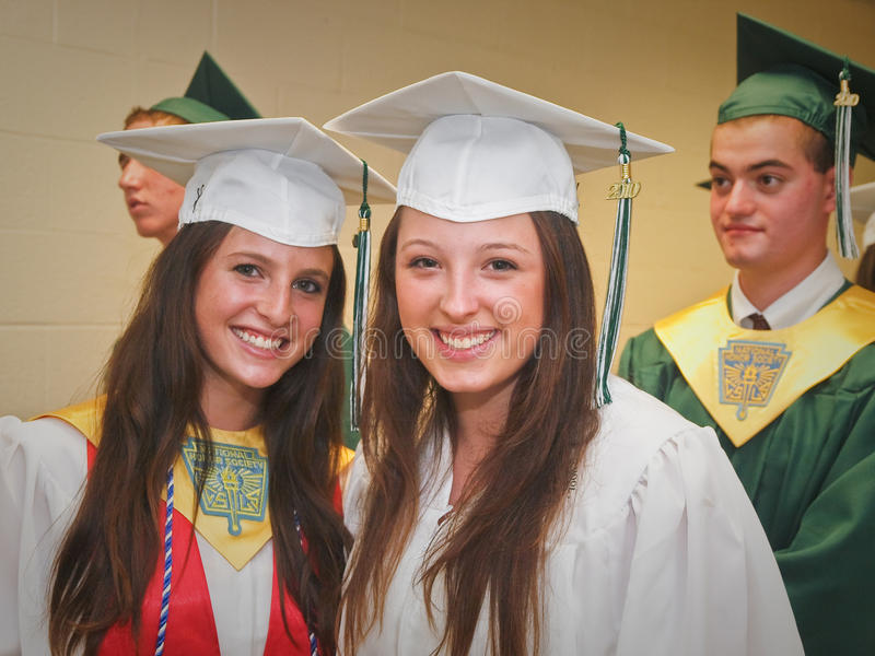 Middelbare schoolgraduatie stock foto's