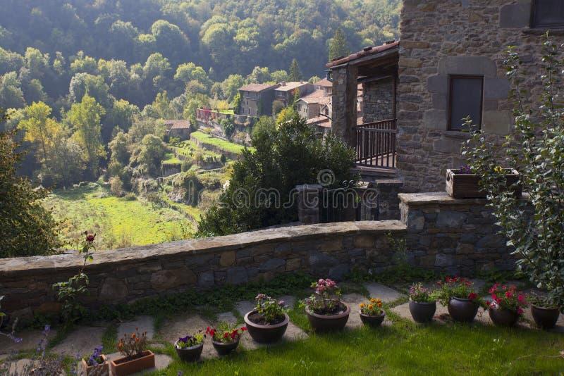 Middeleeuws Catalaans dorp stock afbeeldingen