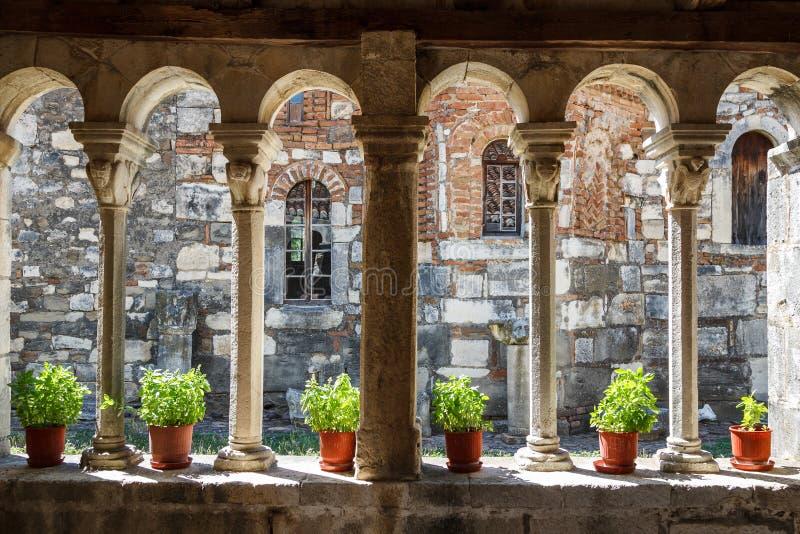 Middeleeuws die klooster over de ruïnes van oude Apollonia wordt gebouwd royalty-vrije stock foto