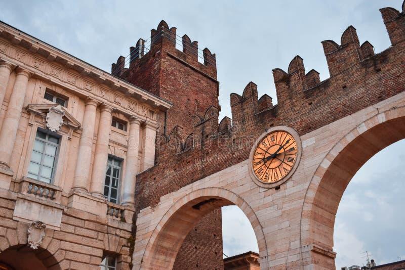 Middeleeuws Italiaans kasteel in Verona: De Bustehouder van Portonidella stock fotografie