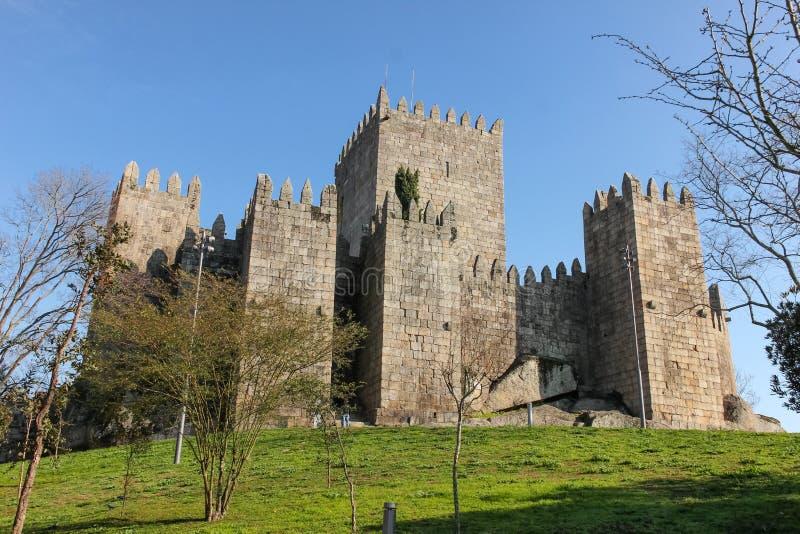 Middeleeuws kasteel Guimaraes portugal royalty-vrije stock foto's