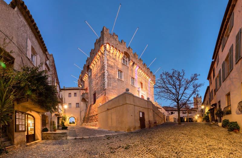 Middeleeuws kasteel in le Haut-de-Cagnes, Frankrijk stock foto's