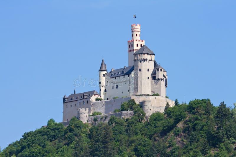 Middeleeuws kasteel Marksburg op een heuvel stock afbeeldingen