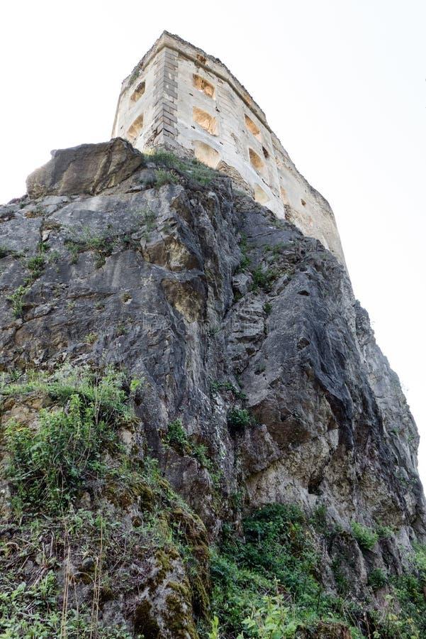 Middeleeuws kasteel op rots royalty-vrije stock foto