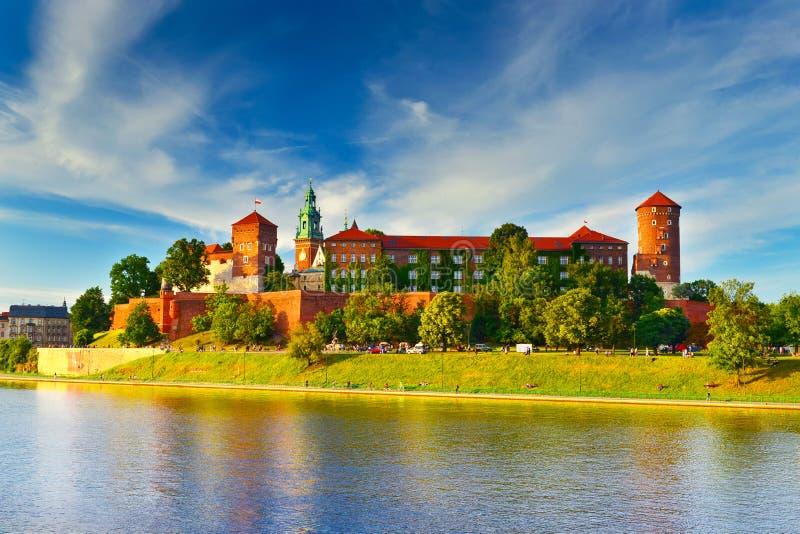 Middeleeuws kasteel Wawel in de hoge zomer, Krakau, Polen stock afbeeldingen