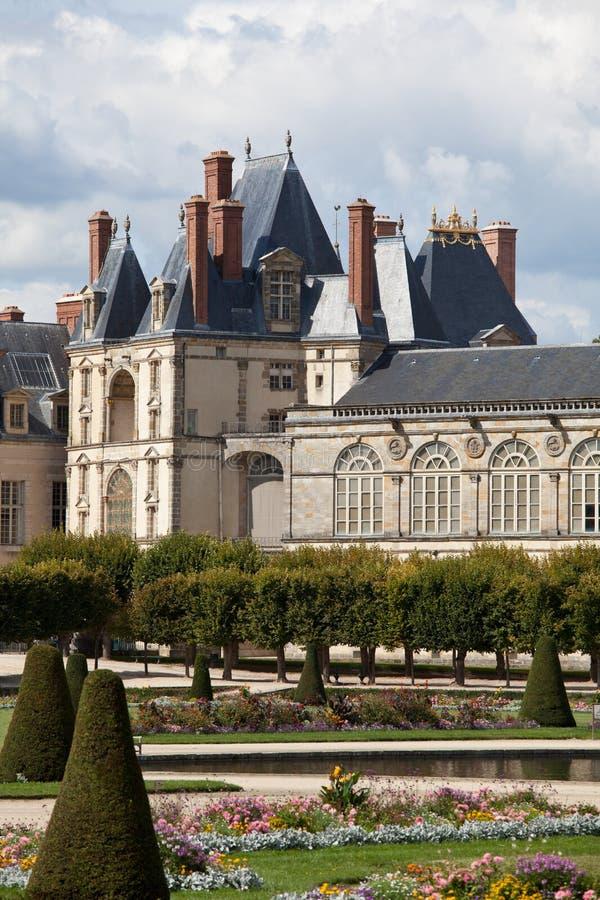 Middeleeuws koninklijk kasteel dichtbij Parijs royalty-vrije stock foto