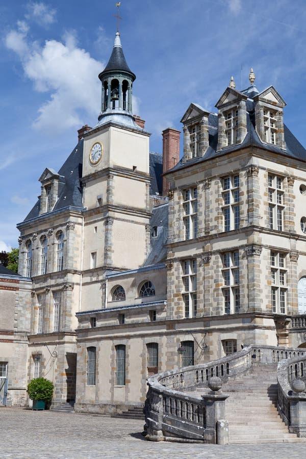 Middeleeuws koninklijk kasteel Fontainebleau dichtbij Parijs stock foto