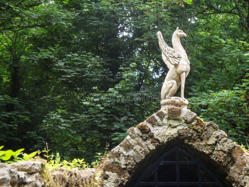 Middeleeuws poort en standbeeld royalty-vrije stock foto's