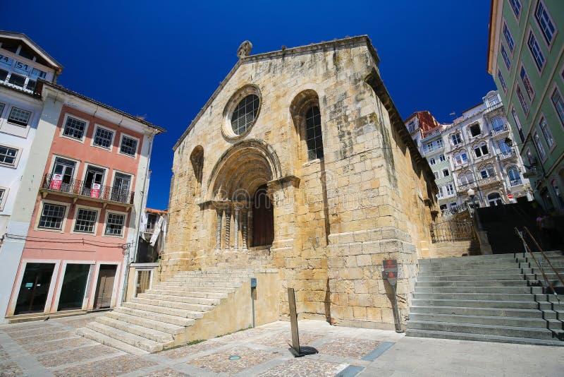 Middeleeuws Santiago Church in Coimbra, Portugal royalty-vrije stock foto