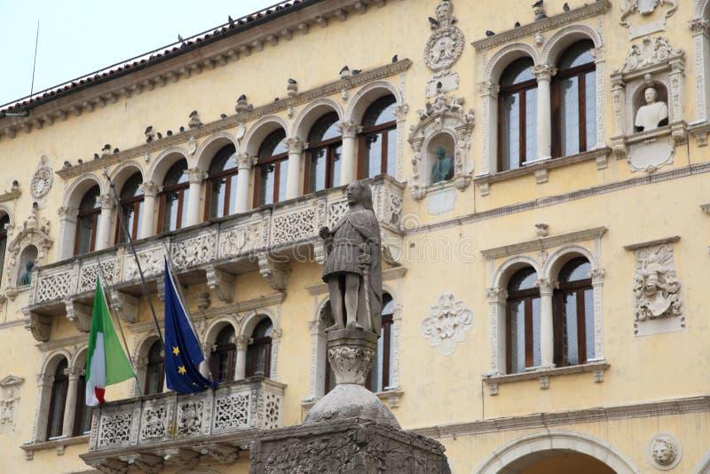 Middeleeuws stadhuis van Belluno stock afbeelding