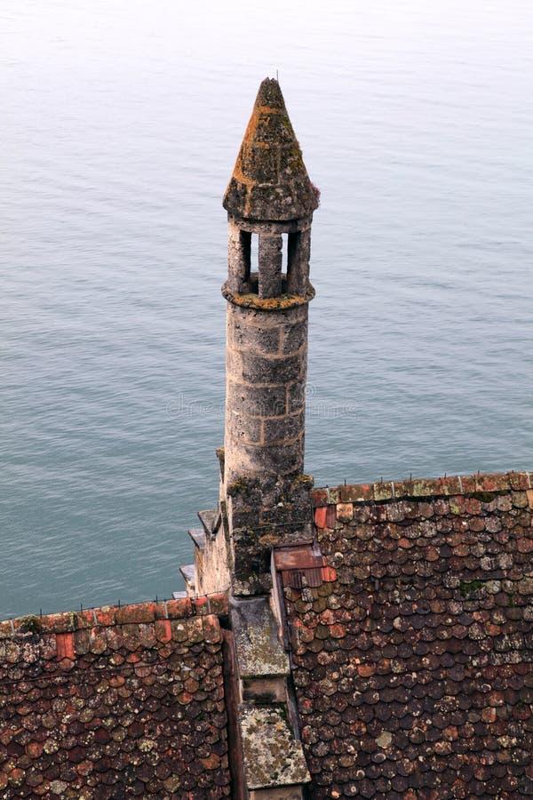 Middeleeuws tegeldak met torentje, Chateau DE Chillon, Zwitserland stock foto's