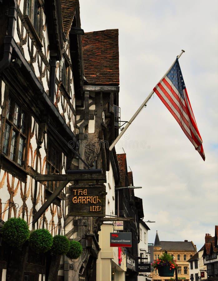 Middeleeuwse Architectuur met Amerikaanse Vlag stock fotografie