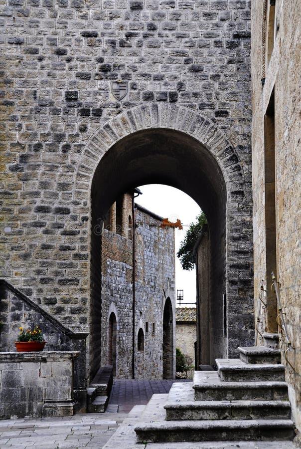Middeleeuwse architectuur in San Gimignano, Italië stock fotografie