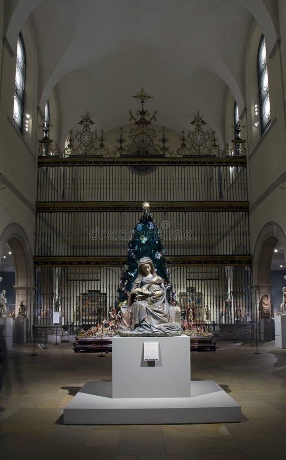 Middeleeuwse Beeldhouwwerkzaal tijdens Kerstmisseizoen binnen Metropolitaans Museum van NYC royalty-vrije stock foto's