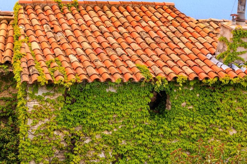 Middeleeuwse daken in Eze-dorp in Frankrijk stock fotografie