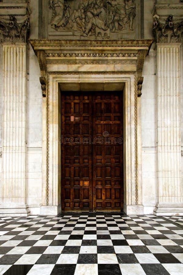 Middeleeuwse deur stock afbeelding