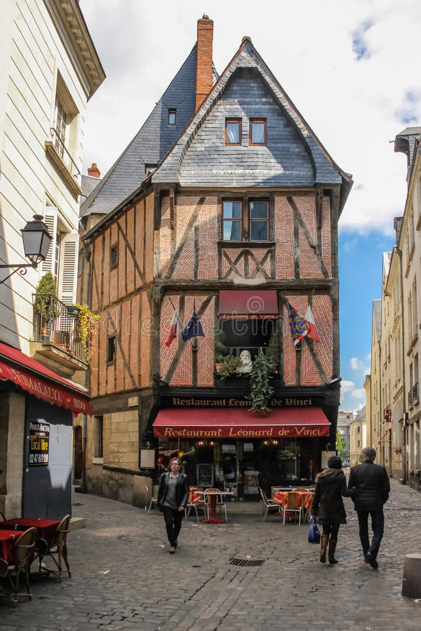 Middeleeuwse gebouwen in de oude stad reizen frankrijk stock foto's
