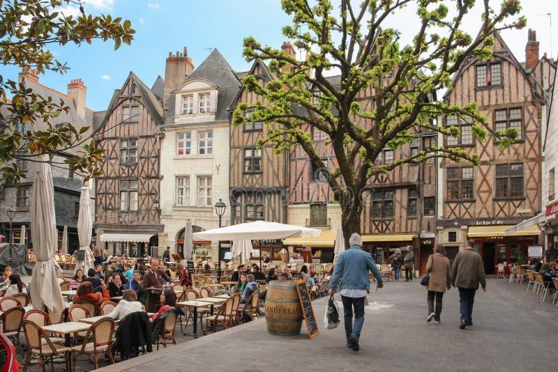 Middeleeuwse gebouwen op plaats Plumereau reizen frankrijk stock afbeeldingen