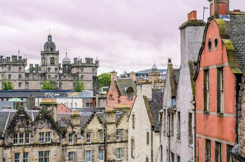 Middeleeuwse gebouwen in oud deel van Edinburgh, Schotland stock foto's