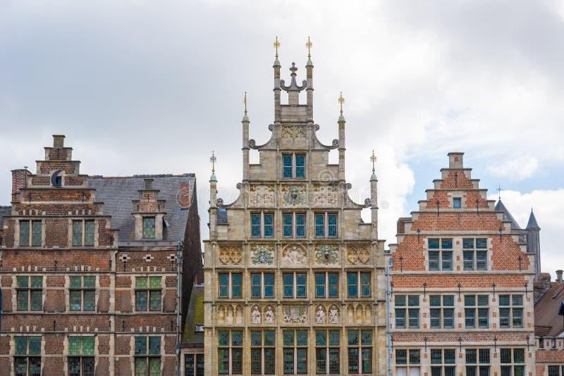 Middeleeuwse huizen in de oude stad van Gent, België stock foto's